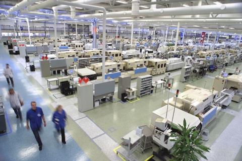 Большая фабрика Китая в середине рабочего дня